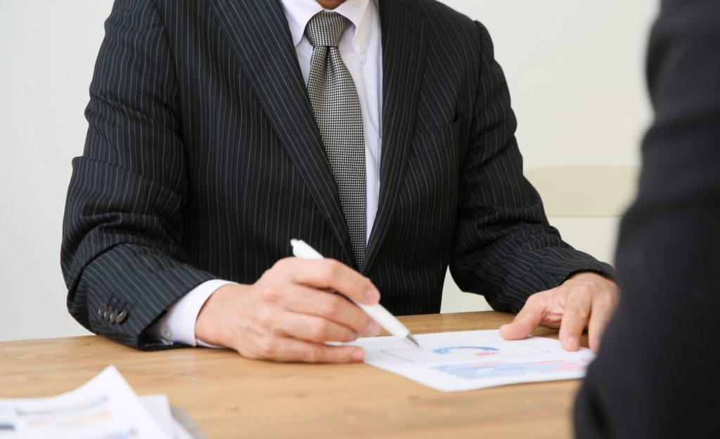 書類を作成する行政書士